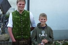 Sieger des Jugendliesl-Pokales Andreas Nefzger mit SM Erwin Spar
